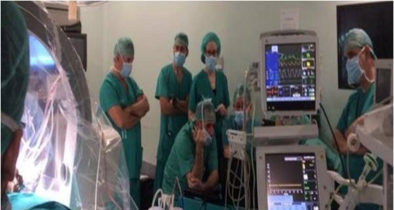 Neurocirugía de Cáceres realiza el primer implante en..
